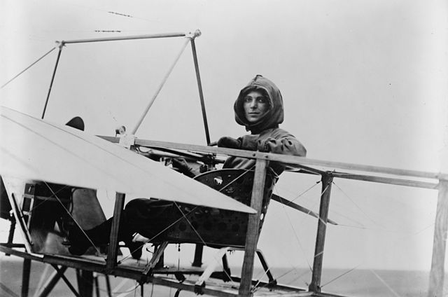 Harriet Quimby was a daredevil who raced cars as well as flying planes.